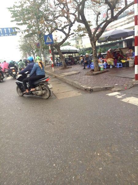Duong pho thong thoang, rang ngoi dien mao do thi Ha Noi - Anh 2