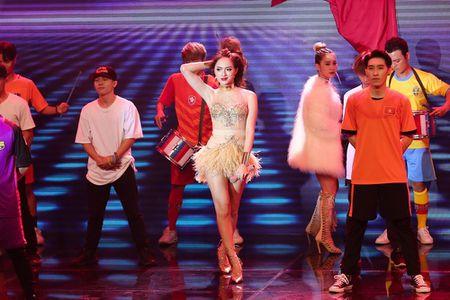 Qua khon kheo, Huong Giang Idol danh bai Yanbi - Yen Le trong dem nhac Latin Remix New Generation - Anh 1