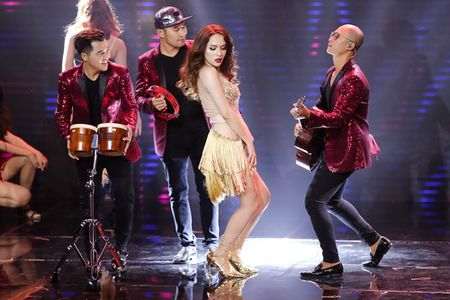 Qua khon kheo, Huong Giang Idol danh bai Yanbi - Yen Le trong dem nhac Latin Remix New Generation - Anh 3