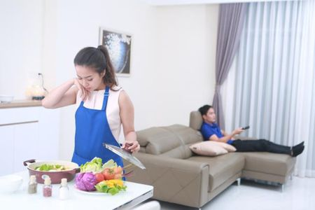Con tre that su nghi gi: Khi Bo khong chia se 'bep nuc' voi Me - Anh 1