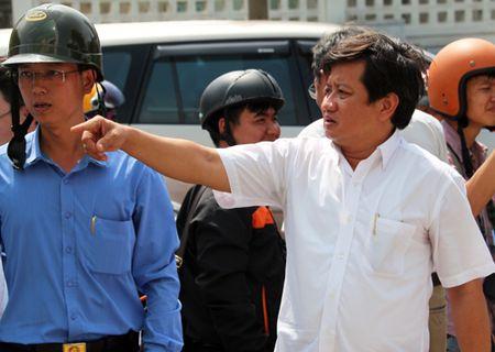 Ong Dinh La Thang: 'Dung de anh Hai thanh ngoi sao co don' - Anh 1