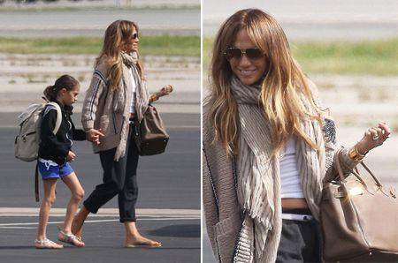 Jennifer Lopez hao huc len may bay di tham nguoi tinh moi - Anh 1