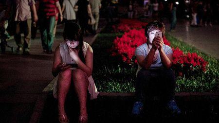 Ban tin Facebook nong nhat tuan qua: Cang dung Facebook con nguoi cang co don - Anh 1