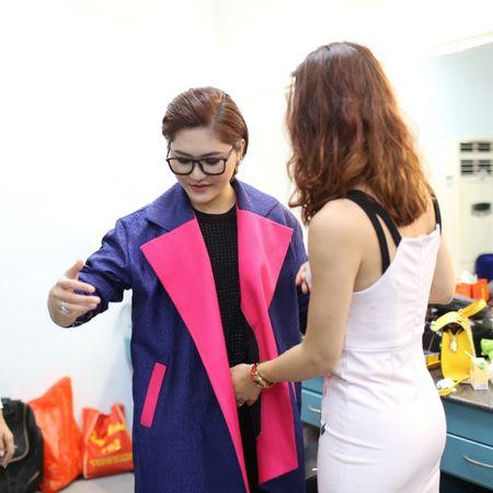 Sau Sing My Song, Vicky Nhung mang hit 'Viet Nam nhung chuyen di' len san khau lon - Anh 1
