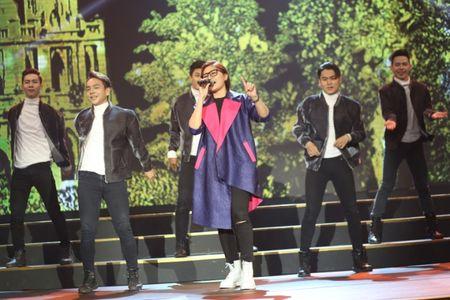Sau Sing My Song, Vicky Nhung mang hit 'Viet Nam nhung chuyen di' len san khau lon - Anh 5
