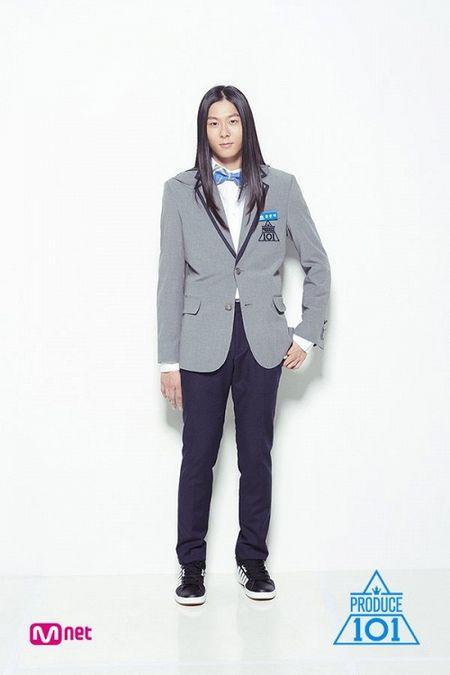 Produce 101 ban nam vua len song, chang trai toc dai thuot tha nay da la quan quan voi fan! - Anh 5