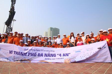 Hoa hau Do My Linh hoa cung 3.000 nguoi phat dong 'Ngay vi cong dong' - Anh 3