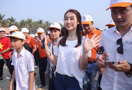 Hoa hau Do My Linh hoa cung 3.000 nguoi phat dong 'Ngay vi cong dong' - Anh 5