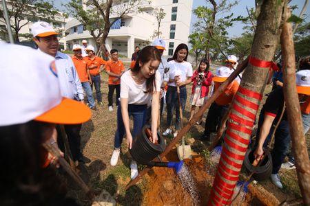 Hoa hau Do My Linh hoa cung 3.000 nguoi phat dong 'Ngay vi cong dong' - Anh 6