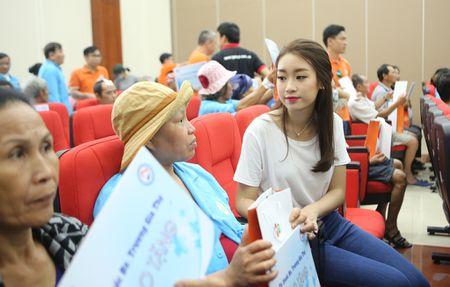 Hoa hau Do My Linh hoa cung 3.000 nguoi phat dong 'Ngay vi cong dong' - Anh 7
