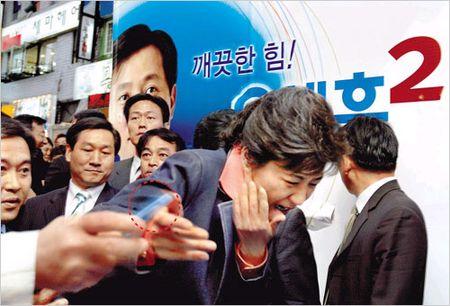 Phe truat tong thong Han: Khep lai chuong hon loan trong lich su - Anh 3