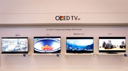 Loat TV OLED sieu mong sap co mat o Viet Nam - Anh 1