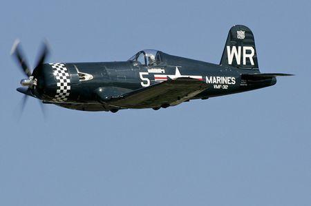 Tiem kich 'mong bien' F4U-5N Corsair - sat thu doi voi bo binh - Anh 11