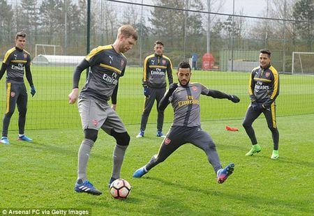 Chum anh: Sanchez cau co tren san tap Arsenal truoc tran tu ket FA Cup - Anh 8