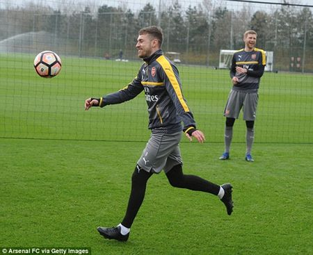Chum anh: Sanchez cau co tren san tap Arsenal truoc tran tu ket FA Cup - Anh 9