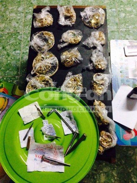 Nong trong ngay: Doi vo chong chet trong ngoi nha o Binh Duong - Anh 8