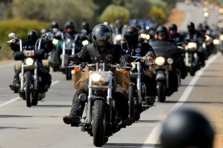 Top 10 nguy hiem nhat lai xe moto can tranh (P1) - Anh 1