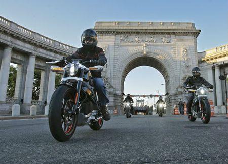 Top 10 nguy hiem nhat lai xe moto can tranh (P1) - Anh 2
