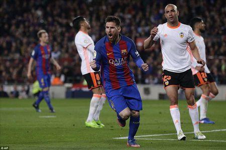 Chiec giay Vang 2016/17: Messi bo xa Ronaldo, Lukaku dai dien cho Premier League - Anh 1