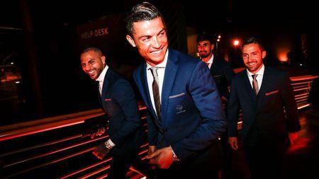 Chum anh: Ronaldo rang ro trong ngay duoc vinh danh tai que nha - Anh 1