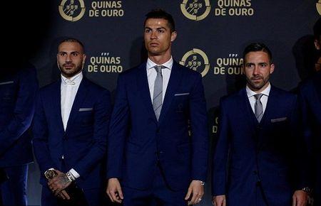 Chum anh: Ronaldo rang ro trong ngay duoc vinh danh tai que nha - Anh 2