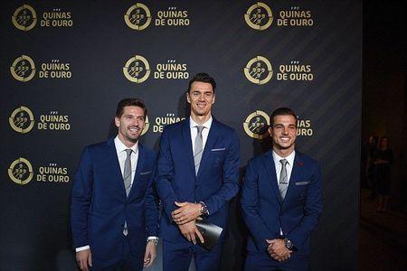 Chum anh: Ronaldo rang ro trong ngay duoc vinh danh tai que nha - Anh 3