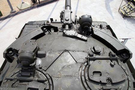 Khoanh khac xe tang T-62M bi xe xac o Syria - Anh 10