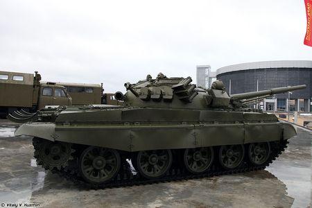 Khoanh khac xe tang T-62M bi xe xac o Syria - Anh 11
