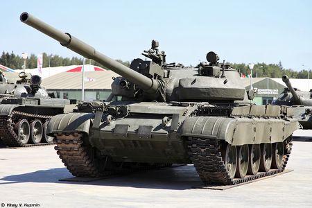 Khoanh khac xe tang T-62M bi xe xac o Syria - Anh 7