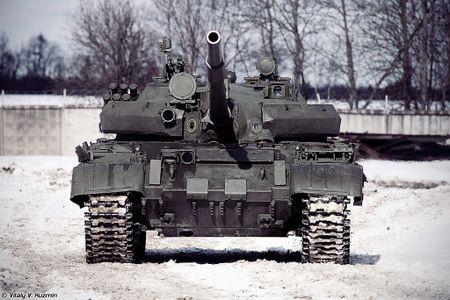 Khoanh khac xe tang T-62M bi xe xac o Syria - Anh 8