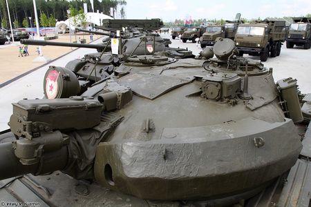 Khoanh khac xe tang T-62M bi xe xac o Syria - Anh 9