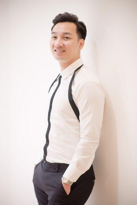 MC Thanh Trung dua vo di thu vay truoc hon le - Anh 1