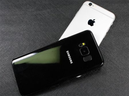 Galaxy S8 so kieu dang voi iPhone 7 va Galaxy S7 - Anh 5