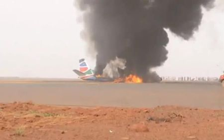 Vi sao 49 nguoi thoat chet than ky khi may bay no tung o Nam Sudan? - Anh 1