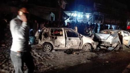 Bom xe phat no gan khu thuong mai, 68 nguoi thuong vong - Anh 1