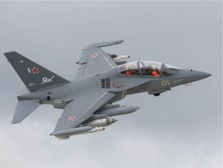 Nga ban giao lo may bay huan luyen Yak-130 dau tien cho Myanmar - Anh 1