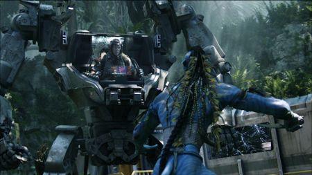 Video CEO Amazon - Jeff Bezos khoai chi cuoi robot 'Avatar' - Anh 2