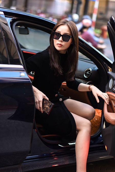 Ky Duyen di xe hop sang chanh chon do cho su kien moi - Anh 1