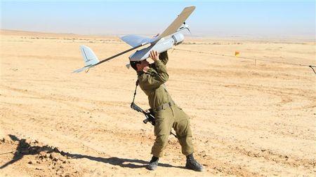 Quan doi Syria tuyen bo ban ha UAV Israel gan Golan - Anh 1