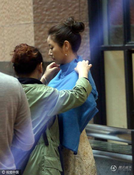 Sau khi sinh con, Lam Tam Nhu duoc nhan vien thap tung, 'cham soc tan rang' khi di su kien - Anh 1