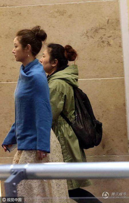 Sau khi sinh con, Lam Tam Nhu duoc nhan vien thap tung, 'cham soc tan rang' khi di su kien - Anh 2