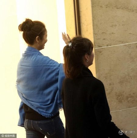 Sau khi sinh con, Lam Tam Nhu duoc nhan vien thap tung, 'cham soc tan rang' khi di su kien - Anh 3