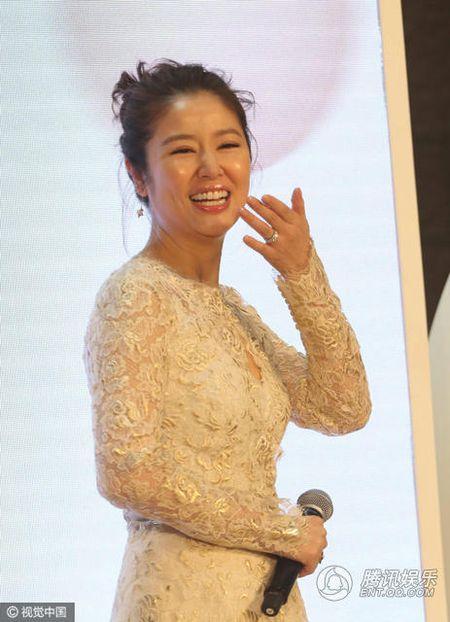 Sau khi sinh con, Lam Tam Nhu duoc nhan vien thap tung, 'cham soc tan rang' khi di su kien - Anh 5