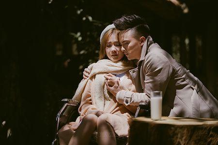 Cao Thai Son 'khoc het nuoc mat' vi khien nguoi yeu bi thuong trong MV moi - Anh 1