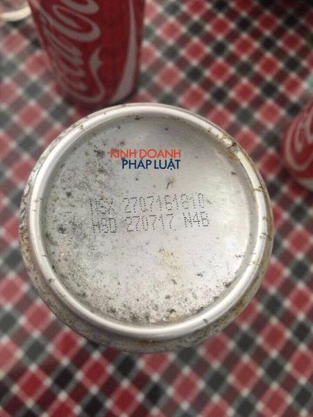Ha Noi: Hang chuc lon Coca-cola chua bat nap nhung khong co 'ruot' - Anh 3