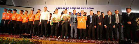 Tu HAGL den Phu Dong FC nhan tai tro 'khung': Su tu te va cach lam moi duoc den dap? - Anh 1