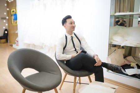 MC Thanh Trung dua vo 9X di thu vay cuoi tram trieu - Anh 6