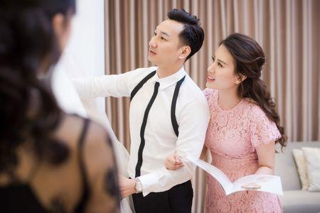 MC Thanh Trung dua vo 9X di thu vay cuoi tram trieu - Anh 8