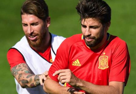 Ramos muon om Pique de xoa mau thuan - Anh 1