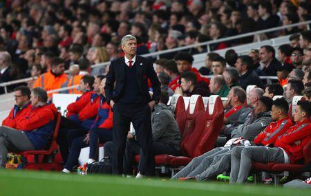Arsene Wenger se o lai, dai tu doi hinh de... ngang cao dau ra di - Anh 1